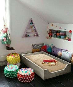 Find out about getting the right timing to switch from toddler crib and more DIY toddler bed ideas which suits your needs. Home Design, Toddler Platform Bed, Montessori Toddler Bedroom, Diy Toddler Bed, Princess Canopy Bed, Ideas Prácticas, Bed Ideas, Decor Ideas, Kids Bedroom Furniture