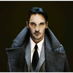 Dracula Jonathan Rhys Meyers introduce gli elementi più importanti... ❤ liked on Polyvore featuring home and home decor
