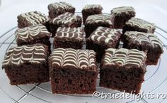 Prajitura cu ciocolata si iaurt Cheesecakes, Muffin, Food And Drink, Sweets, Breakfast, Healthy, Desserts, Recipes, Projects