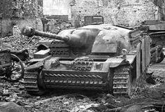 Немецкая САУ StuG III, подбитая в городе Фишхаузен в Восточной Пруссии