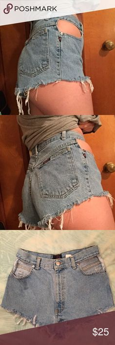 """High-Waisted Peek a Boo Pocketless Shorts! High waisted cut off shorts with the pockets also cut out! No raw edges show while wearing! Perfect condition other than the intentional distress! Measurements include: waist-27"""", hip-37"""", rise-12.5"""", length-10 3/4"""", inseam-1 1/4""""! Fit like a 6-8! Vintage Sasson brand! Shorts Jean Shorts"""