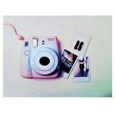 OMG I LOVE THIS CASE!!!!! Polaroid Instax Mini, Polaroid Camera Instax, Polaroid Foto, Fujifilm Instax Mini 8, Camara Fujifilm, Cute Camera, Polaroid Pictures, Photography Camera, Vsco