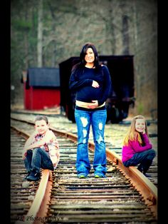 Pregnancy photos. I want something like this later this summer :)