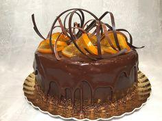 Tort cu ciocolata, nuci si portocale.