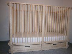 Lit pour enfants handicapés et doté de barreaux à la hauteur souhaitée et à un prix imbattable: https://www.meubles-pour-enfants.com/meubles-enfants/lits-enfants/lit-bebe-alabama.html