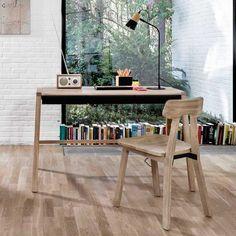 Verso desk - black: Universo Positivo www.ambertree.be