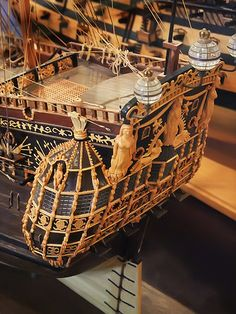 Ornate Stern of the HMS Royal Katherine built in 1664 then sunk in Anglo Dutch war and raised and returned to service in 1665 - Hobbies paining body for kids and adult Model Sailing Ships, Old Sailing Ships, Wooden Model Boats, Wooden Boats, Model Ship Building, Boat Building, Scale Model Ships, Scale Models, Anglo Dutch Wars