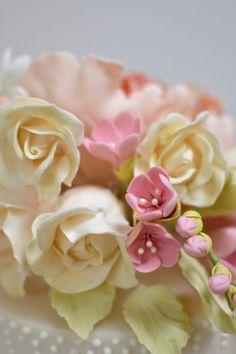 53 spring flowers wedding cake
