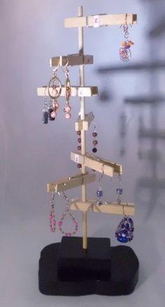 Unique Earring Display Handmade Wood, One of a Kind - DIY Jewelry Crafts Ideen Craft Fair Displays, Jewellery Storage, Jewelry Organization, Jewellery Displays, Craft Stick Crafts, Diy Crafts, Wooden Clothespins, Ideias Diy, Earring Display