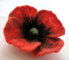 Fieltro rojo amapola...Broche de la flor por Rumina en Etsy