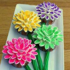 How to make Marshmallow Flower Cupcake using mini marshmallows.