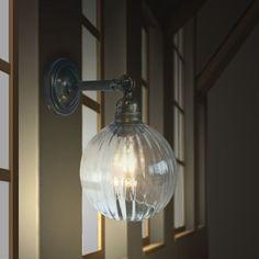 (אודי) משלוח חינם!!! - מנורת קיר מפליז מושחר עם זכוכית פסים - מתאים לחדרי שינה, לסלון, למסדרונות, בתי קפה ומסעדות. | דילייט -תאורה | מרמלדה מרקט 560 שקלים