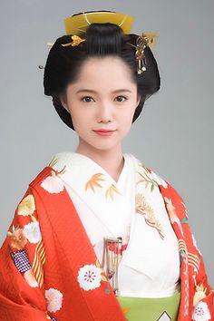 篤姫(ATSUHIME ー legal wife of Shogun Iesada Tokugawa of Edo Shogunate)played by Aoi Miyazaki Beautiful Japanese Girl, Japanese Beauty, Asian Beauty, Korean Hairstyles Women, Asian Men Hairstyle, Japanese Hairstyles, Asian Hairstyles, Men Hairstyles, Japanese Costume