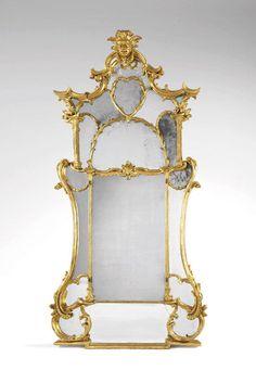 Grand miroir à parcloses.Italie - Début du XVIIIe siècle.PhotoAuctionArt - Rémy Le Fur & Associés