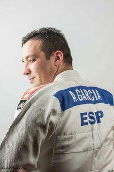 Alejandro Garcia con judogui blanco....