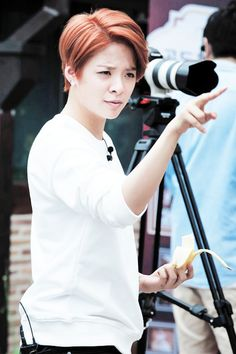 """"""" Amber and her banana """" Amber Liu, Lgbt, We Are Best Friends, Jessica Jung, Korean Celebrities, Celebs, New Hair Colors, Role Models, Girl Power"""