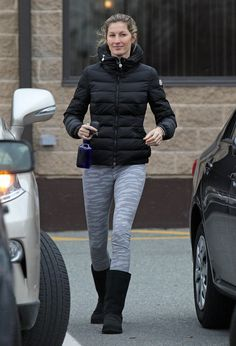 Gisele Bündchen stayed warm in Boston on Saturday.