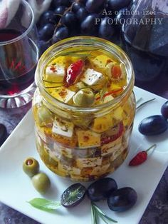 Az otthon ízei: Pácolt feta Feta, Vegetarian Recipes, Healthy Recipes, Gourmet Gifts, Canning Recipes, Cheese Recipes, No Bake Cake, Clean Eating, Appetizers