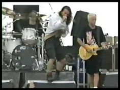 Pearl Jam - Deep - Drop In the park - Seattle 1992 Pearl Jam Eddie Vedder, Dogs Of The World, Pj, Beautiful Day, Seattle, Wave, Nostalgia, Icons, Drop