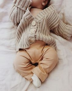 ✔ Baby Pictures At Home 6 Month So Cute Baby, Cute Baby Clothes, Cute Kids, Cute Babies, Winter Baby Clothes, Winter Babies, Winchester, Baby Outfits, Baby Girl Outfits Newborn Winter