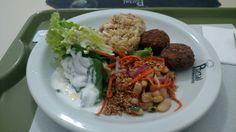 Almoço: salada de alface ao molho de alho; salada de feijão branco, cenoura, cebola roxa e semente de linhaça; quinoa com palmito; polpettone de soja💛