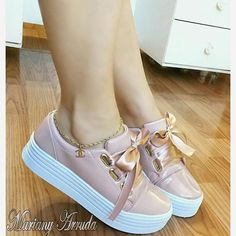 Different Types Of Sneakers Ankle Sneakers, Slip On Sneakers, Leather Sneakers, Pretty Shoes, Cute Shoes, Me Too Shoes, Sneakers Fashion, Fashion Shoes, Fresh Shoes