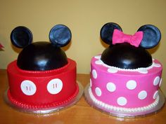 My twin girls would freak!! LOL!! Mickey and Minnie Birthday Party | Mickey and Minnie Birthday cakes