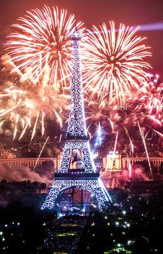 These amazing fireworks around the world are the stuff that totally make for a beautiful sight which is just not to be missed!