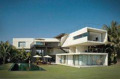 La Caracola Beach House by Paul Cremoux Studio
