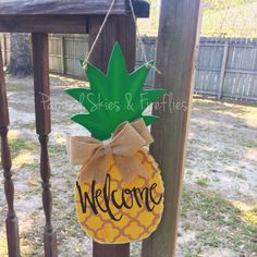 The perfect summertime door hanger! Did you know the pineapple fruit symbolizes warmth, welcome, friendship & hospitality? What a great greeting to come home to or for your guests! I can paint this any way you like and change the saying. Please message me and we can discuss how to customize this just for you