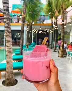 SHUT UP ~ A popsicle in a drink and to top it all off its PINK 💗 @cabinabali . . . 📸 by @princessgloriafeasts . . The coolest guide to all…