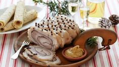 Photo: Synøve Dreyer / TINE Mediebank Ribberull, a traditional version of the spiced meat roll, is shown here, made with pork. Almost any meat can be used in spiced cold cuts. We have even heard rumors of Alaskan moose rullepølse! Alaskan Moose, Meat Rolls, Norwegian Food, Cold Cuts, Meat Recipes, Scandinavian, Spices, Pork, Food And Drink