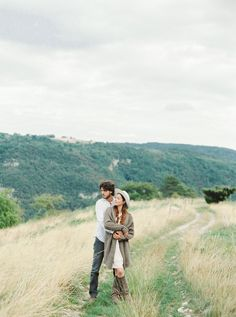 Wedding Photos Farm Couple Ideas For 2019 – Photography Couple Photography Poses, Engagement Photography, Film Photography, Engagement Photos, Photography Ideas, Couple Posing, Couple Shoot, Romantic Photos, Engagement Photo Inspiration