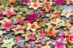 instead of (from Fizzy Peach) for 50 star-shaped wooden buttons, for 100 buttons - save up to Upcycled Crafts, Sewing Crafts, Make Do And Mend, Sewing Patterns, Sewing Ideas, Cool Things To Buy, Stuff To Buy, Star Shape, Projects To Try