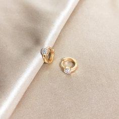 Doorknocker Hoop Earrings- door knockers/ gold hoops/ big gold hoop earrings/ geometric circle hoops/ large gold hoops/ vintage look/ gifts - Fine Jewelry Ideas Big Gold Hoop Earrings, Gold Earrings Designs, Tiny Stud Earrings, Gold Plated Earrings, Gold Hoops, Necklace Designs, Circle Earrings, Silver Ear Cuff, Minimalist Earrings