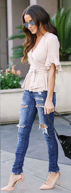 #spring #outfits distressed blue denim pants. Pic by @vicidolls #dressescasualspring