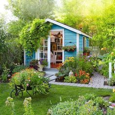 82 stunning small cottage garden ideas for backyard inspiration Cottage Garden Sheds, Small Cottage Garden Ideas, Home And Garden, Small House Garden, Garden Homes, Off Grid Tiny House, Tiny House Living, Shed Landscaping, She Sheds