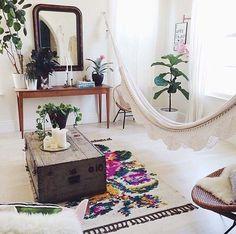 Bohemian-Chic-Living-Rooms-06-1-Kindesign.jpg 600×595 pixelů
