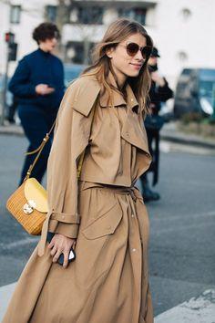 Street style : nos looks préférés de la Fashion Week de Paris automne-hiver 2020-2021   Vogue Paris La Fashion Week, Paris Fashion, High Fashion, Vogue Paris, Christian Louboutin, Streetwear, Look Street Style, Fashion Corner, Cool Street Fashion