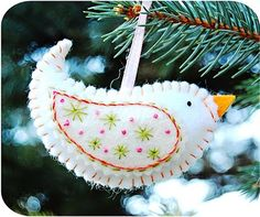 christmas crafts: felt birdie ornaments tutorial
