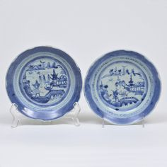 Par de pratos em porcelana chinesa dita Macau, decorado..
