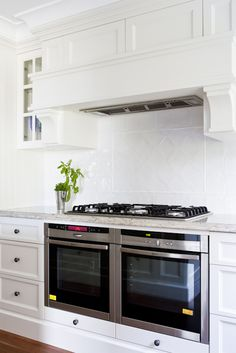 Wonderful Small kitchen cabinets with sink,Small kitchen renovation before and after tips and Kitchen cabinets layout ideas. Double Oven Kitchen, Kitchen Oven, New Kitchen, Kitchen Appliances, Kitchens With Double Ovens, Gas Double Oven, Kitchen Cabinets, Kitchen Corner, Stylish Kitchen