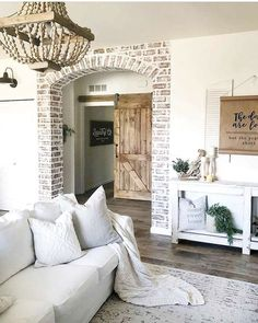 100 Charming Farmhouse Living Room Ideas to Try at Home : You have to see this living room decor idea which cleverly combines classic and innovative styling furnishing details. Modern Farmhouse Living Room Decor, Country Farmhouse Decor, Farmhouse Interior, Living Room Modern, Living Room Interior, Living Room Designs, Farmhouse Style, Small Living, Farmhouse Design
