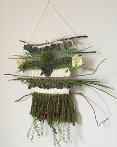 DIY - Dreamcatcher 'To the moon and back' - Caro In The Sixties Weaving Projects, Weaving Art, Loom Weaving, Tapestry Weaving, Hand Weaving, Textiles, Diy Décoration, Tear, Arte Floral
