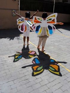 Teatres de la Llum how to make paper works Hole in paper art activities for kids encourage them…Paperwrite each childs name and print on paper and then… Kids Crafts, Projects For Kids, Diy For Kids, Art Projects, Diy And Crafts, Arts And Crafts, Crafty Kids, Elementary Art, Preschool Activities