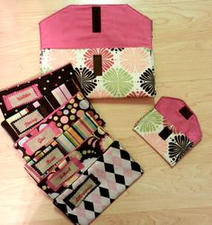 Love this cash envelope system, clutch and coin purse. Who knew budgeting could be so cute?!