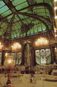 stalebis:    lightningtree:    La Fermette Marbeuf restaurant, Paris.    oh that ceiling especially