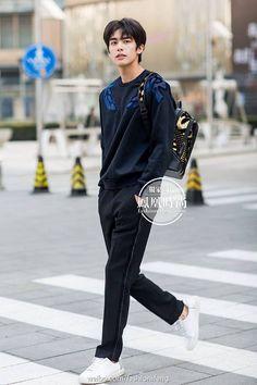 Chinese Man, Chinese Model, Korean Ulzzang, Ulzzang Boy, Cute Boys, My Boys, Korean Men Hairstyle, Song Wei Long, Chinese Gender