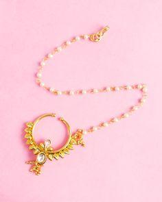 dda3c741add0a4 Glittering Golden Talkies Nose Ring