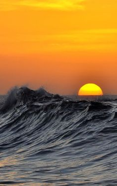 "❥‿↗⁀simply-beautiful-world "" Sunset and waves by Marcos B Image Nature, All Nature, Amazing Nature, Sea And Ocean, Ocean Beach, Ocean Waves, Ocean Sunset, No Wave, Visualisation Techniques"